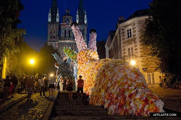 40000_Plastic_Bags_Giant_Slugs_Installation_Florentijn_Hofman_afflante_com_1_1