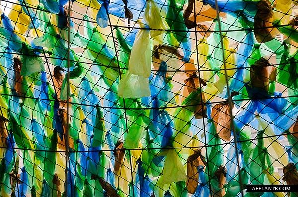 40000_Plastic_Bags_Giant_Slugs_Installation_Florentijn_Hofman_afflante_com_3_1