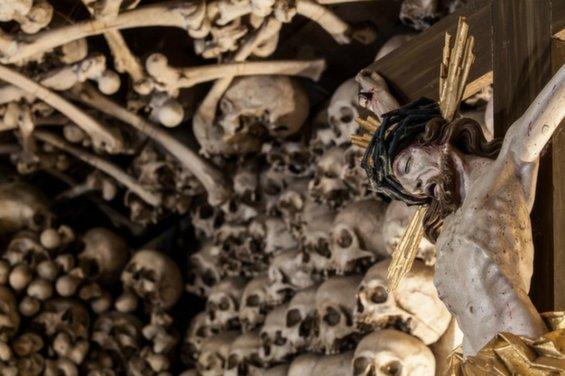 skull-chapel-kaplica-czaszek-poland-jesus-963.jpg__1072x0_q85_upscale