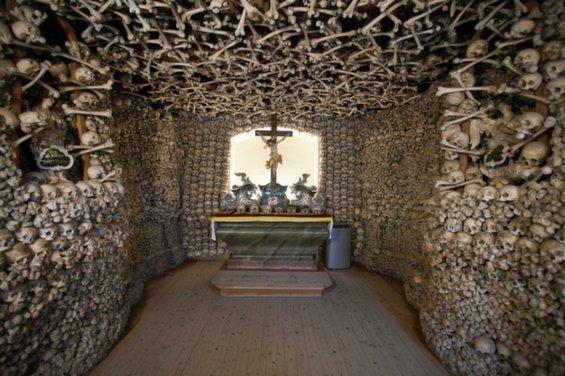skull-chapel-kaplica-czaszek-poland-main-alter-963.jpg__1072x0_q85_upscale