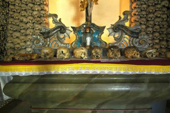 skull-chapel-kaplica-czaszek-poland-main-alter-close-up-963.jpg__1072x0_q85_upscale