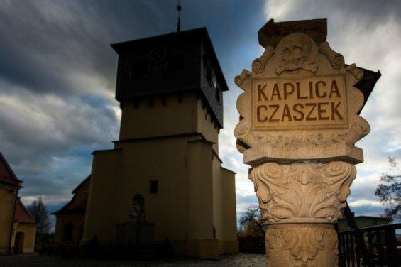 skull-chapel-kaplica-czaszek-poland-stone-sign-963.jpg__1072x0_q85_upscale