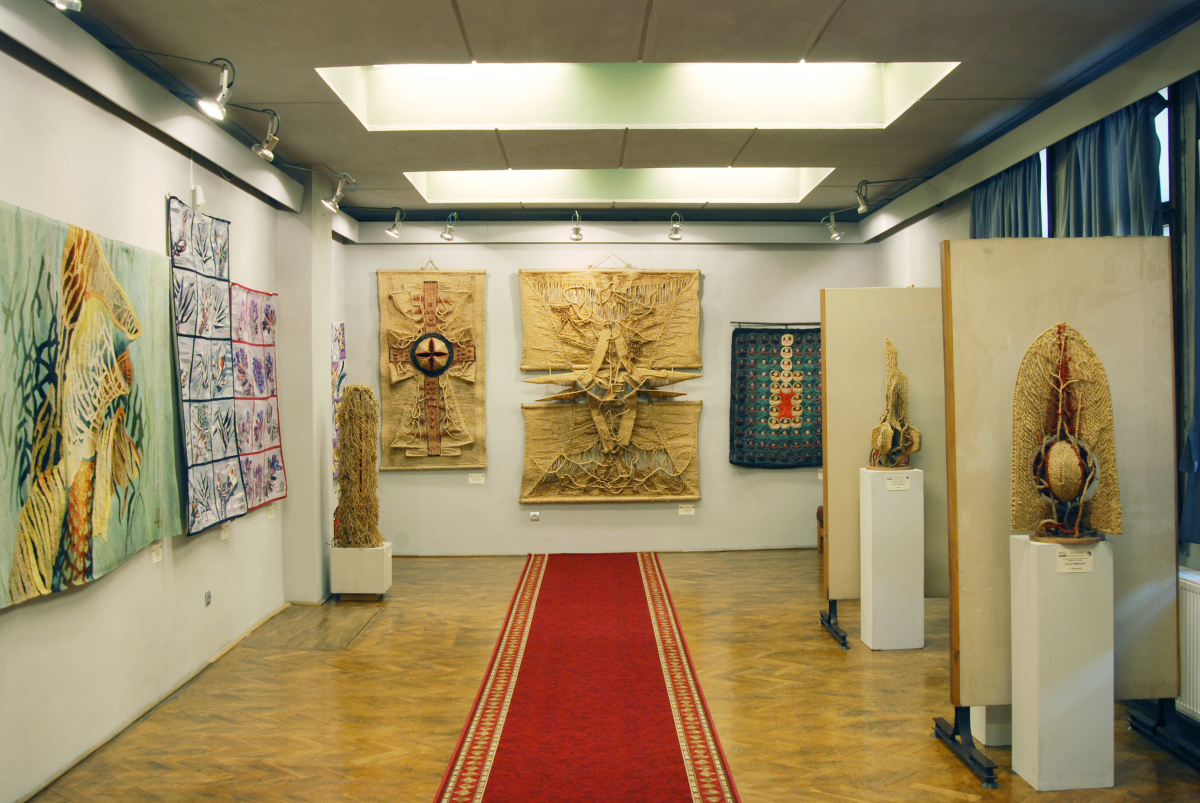 Expozitia de tapiserie BARBAŢI LA RAZBOI (3)