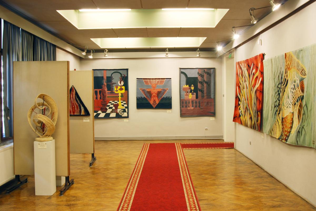 Expozitia de tapiserie BARBAŢI LA RAZBOI (5)