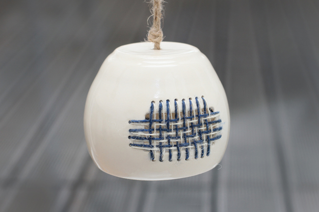 Lampa ceramica si textil by Threads and Throws