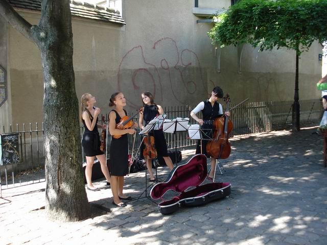Resize of 05 Pour l'amour de la musique langa statia de metrou Abbesses