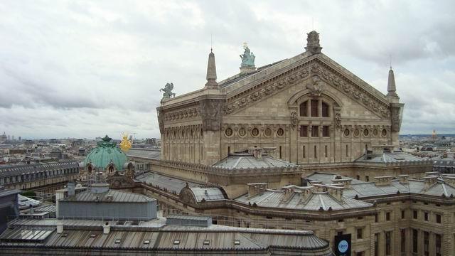 Resize of 08 Acoperisul Operei pariziene vazut de pe terasa Galeriilor Lafayette