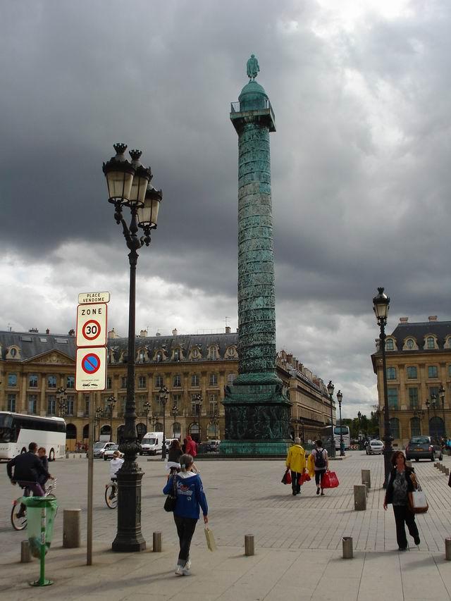 Resize of 18 Replica Columnei lui Traian in Piata Vendome cu Napoleon in rolul principal