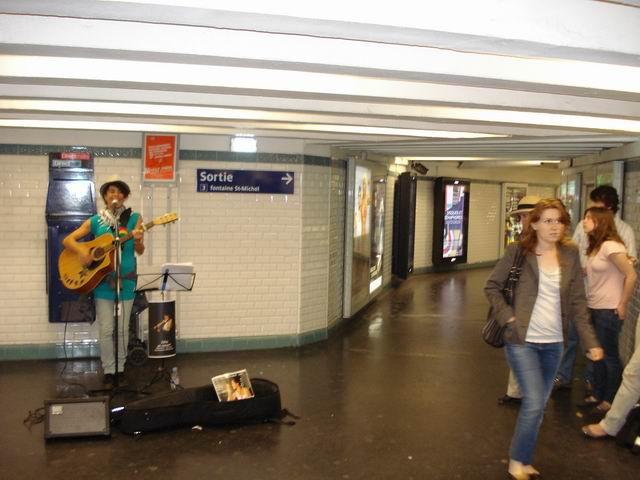 Resize of 24 Pe culoarele metroului parizian