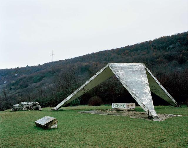 Spomenik_25