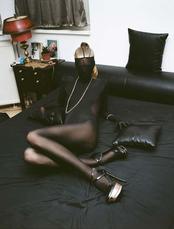 Merle-in-black-on-the-bed-Berlin-2012