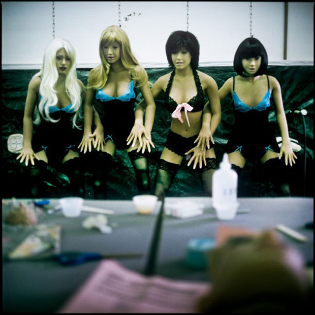 Love Machines, Photos From Inside a Sex Doll Factory (13)