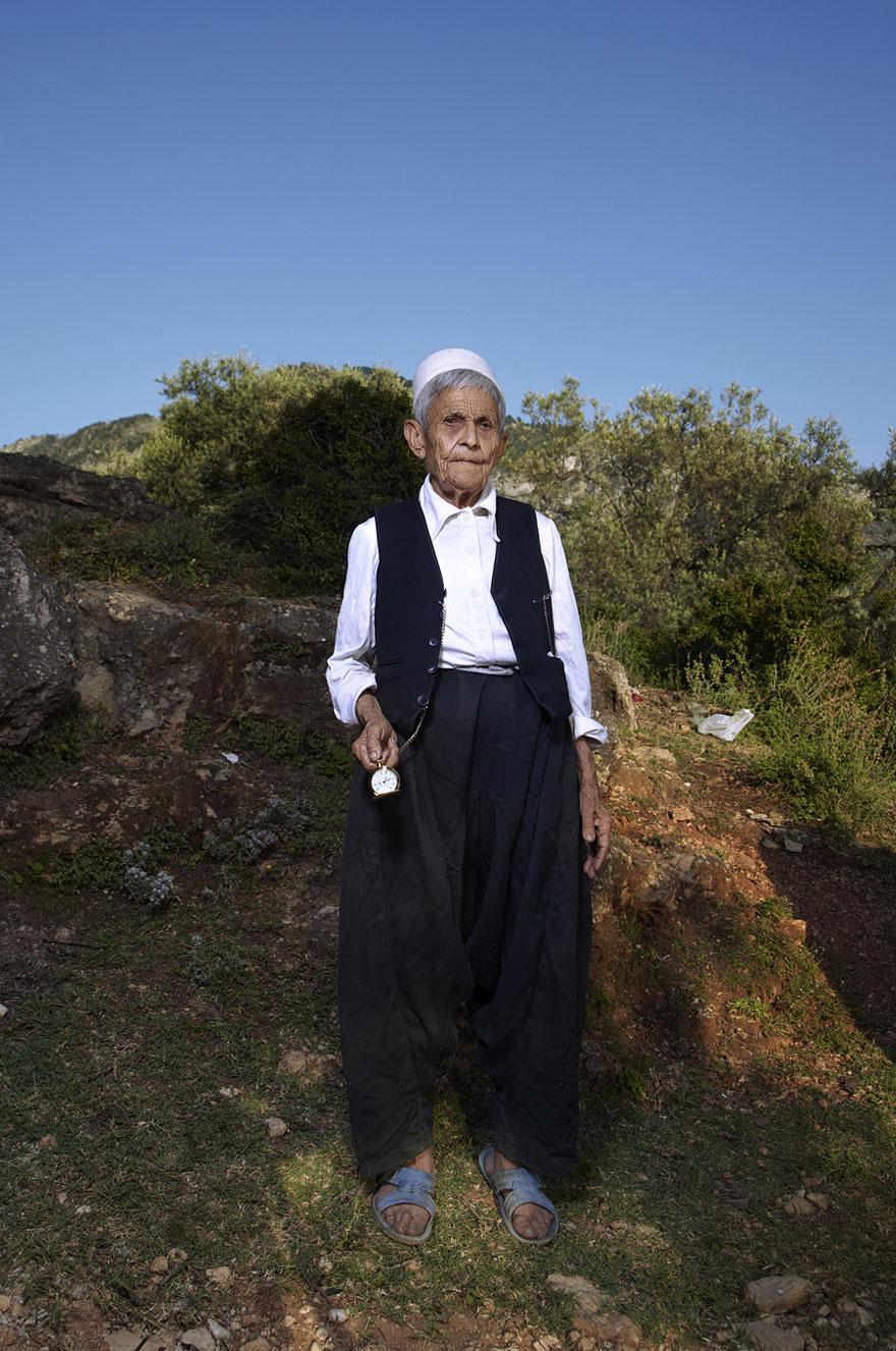 burneshas-albanian-women-who-live-as-men-jill-peters-3