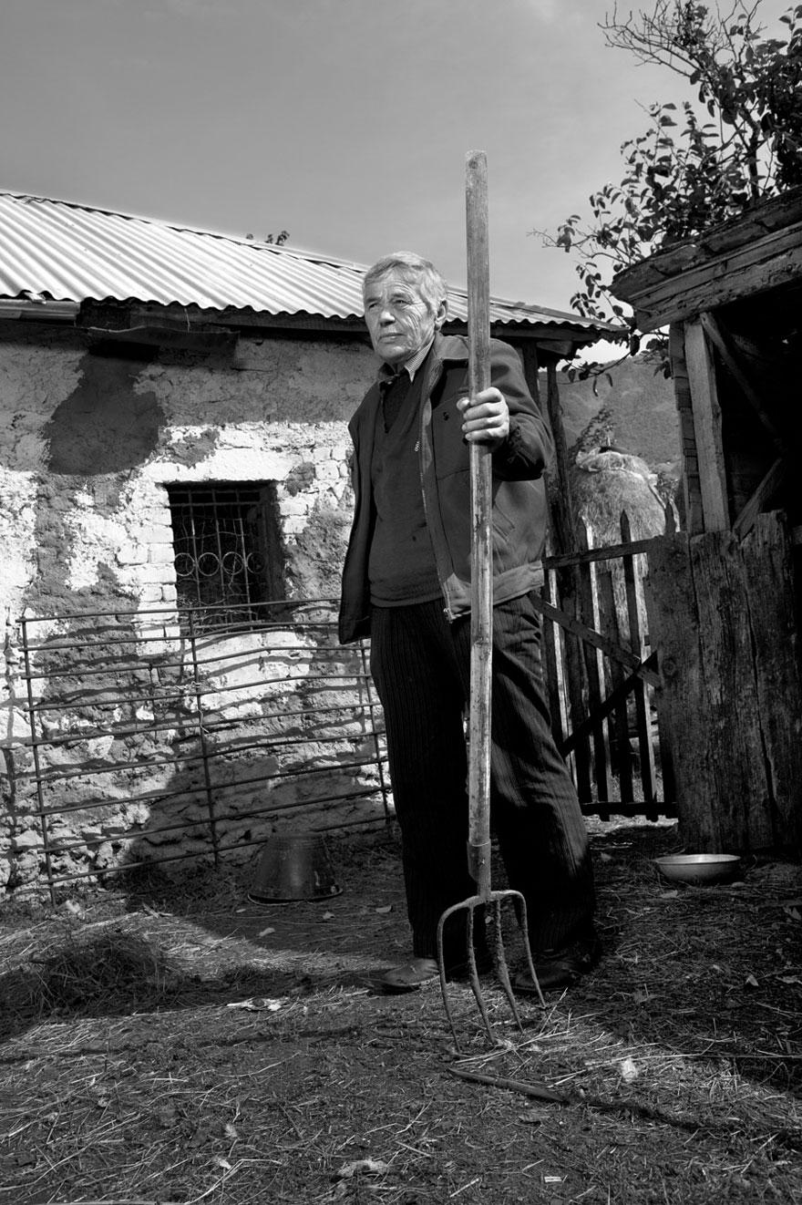 burneshas-albanian-women-who-live-as-men-jill-peters-5