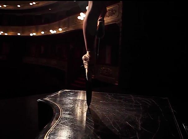 en-puntas-ballerina-performs-with-knife-shoes-javier-perez-4