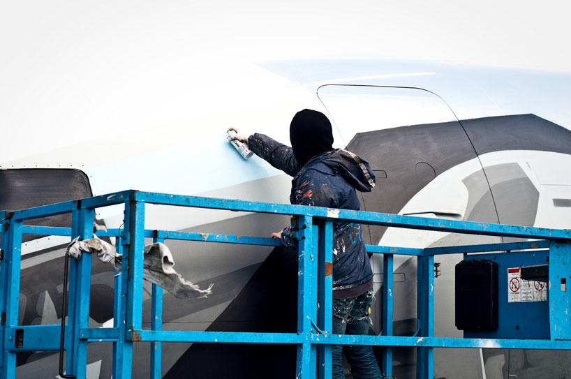 hangfire-painted-plane-designboom-05