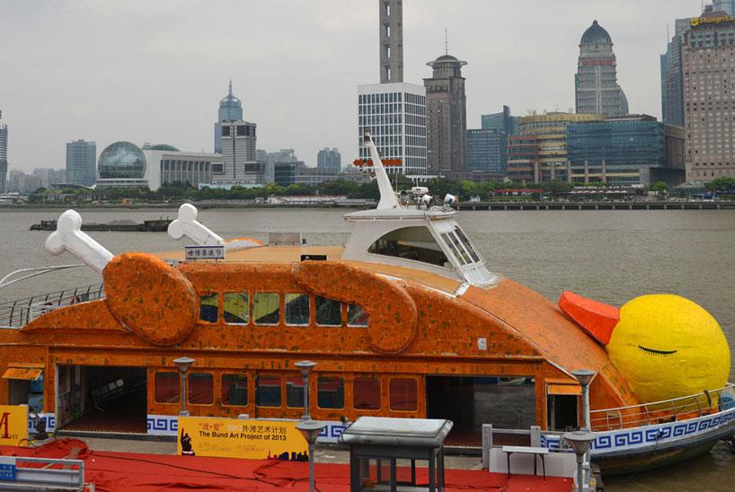 shanghai-roasts-hofmans-giant-rubber-duck-01