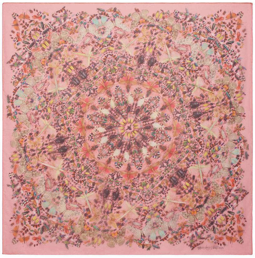 damien-hirst-alexander-mcqueen-unveil-skull-scarf-series-designboom-07