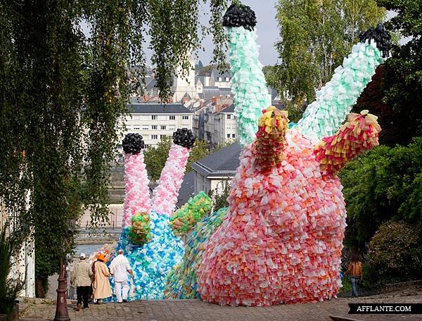 40000_Plastic_Bags_Giant_Slugs_Installation_Florentijn_Hofman_afflante_com_1