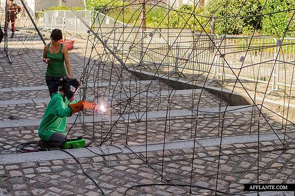 40000_Plastic_Bags_Giant_Slugs_Installation_Florentijn_Hofman_afflante_com_10