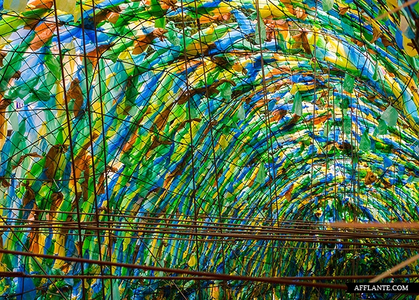 40000_Plastic_Bags_Giant_Slugs_Installation_Florentijn_Hofman_afflante_com_3_0