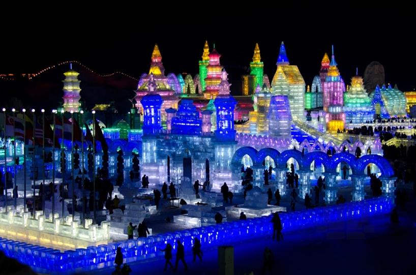 illuminated-glacier-village-at-the-2014-harbin-ice-festival-designboom-03