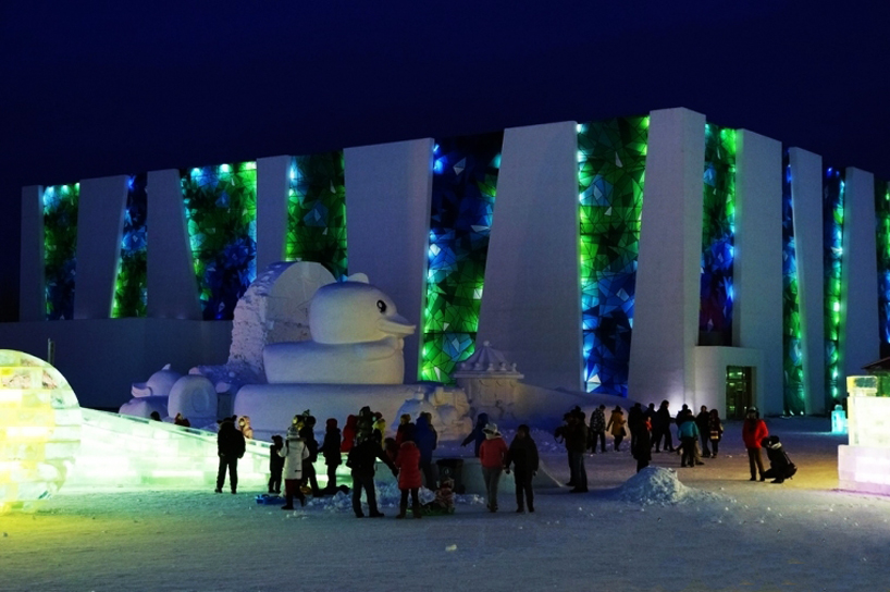 illuminated-glacier-village-at-the-2014-harbin-ice-festival-designboom-06
