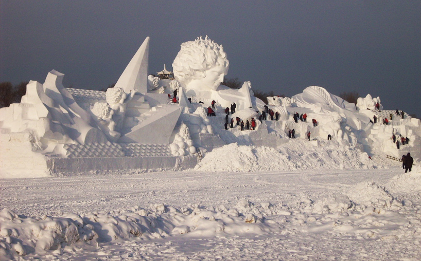 illuminated-glacier-village-at-the-2014-harbin-ice-festival-designboom-08