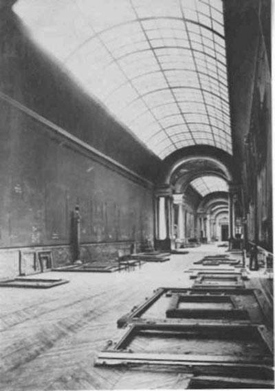 the-grande-galerie-louvre-empty-world-war-2
