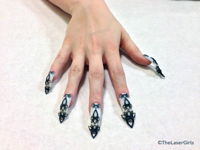 3D-Black-and-White-Castle-Nails-640x480