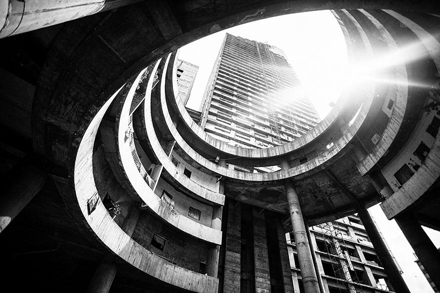 tower-of-david-caracas-abandoned-skyscraper-sebastian-liste-3