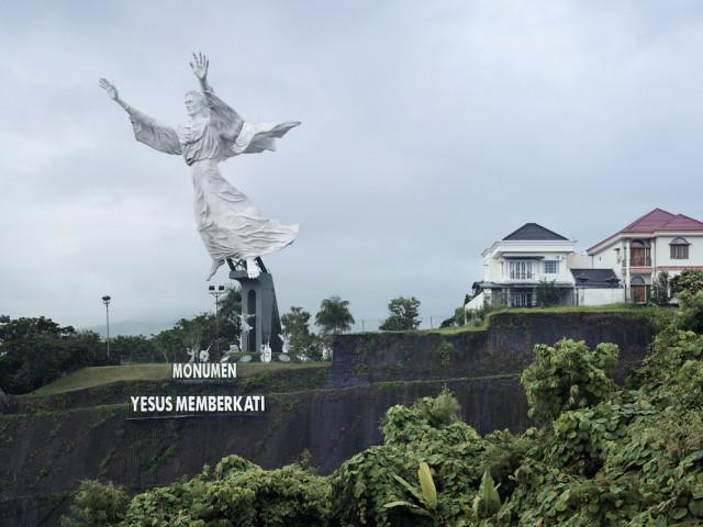Christ Blessing, Manado, Indonesia, 98.5 ft, built in 2007