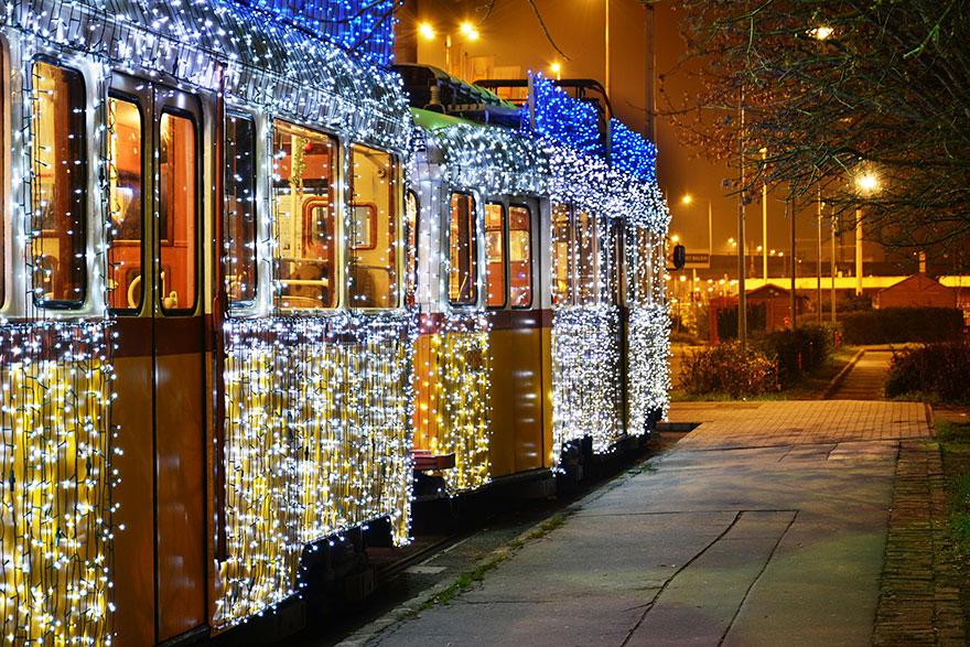 budapest-christmas-tram-8