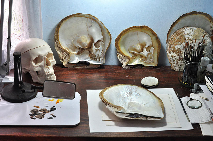 mother-of-pearl-shell-skull-carving-gregory-halili-5