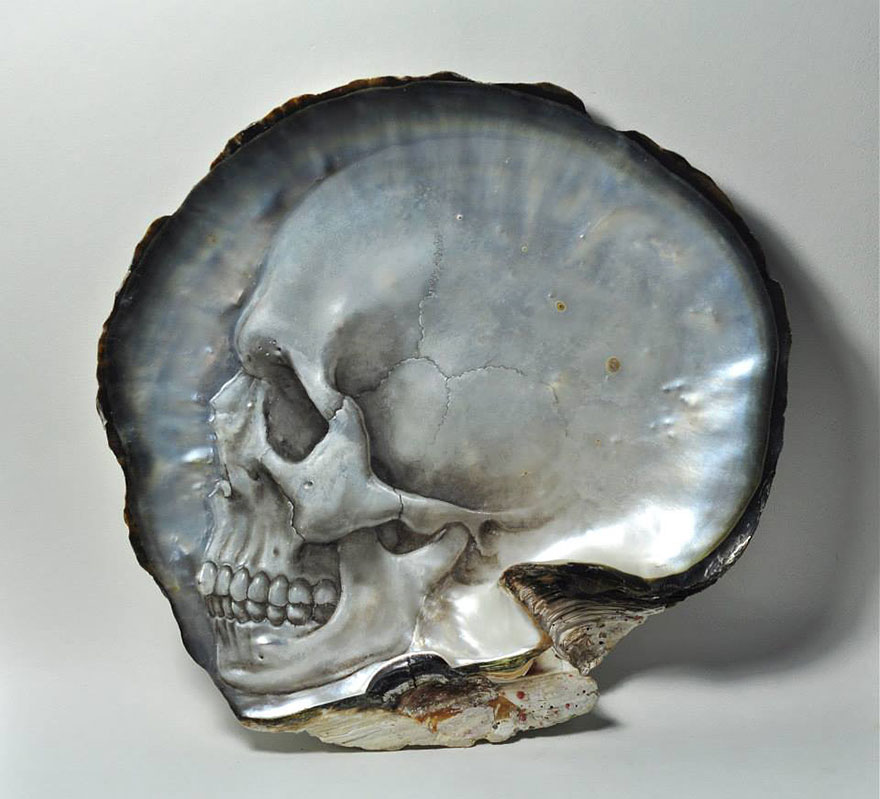 mother-of-pearl-shell-skull-carving-gregory-halili-7