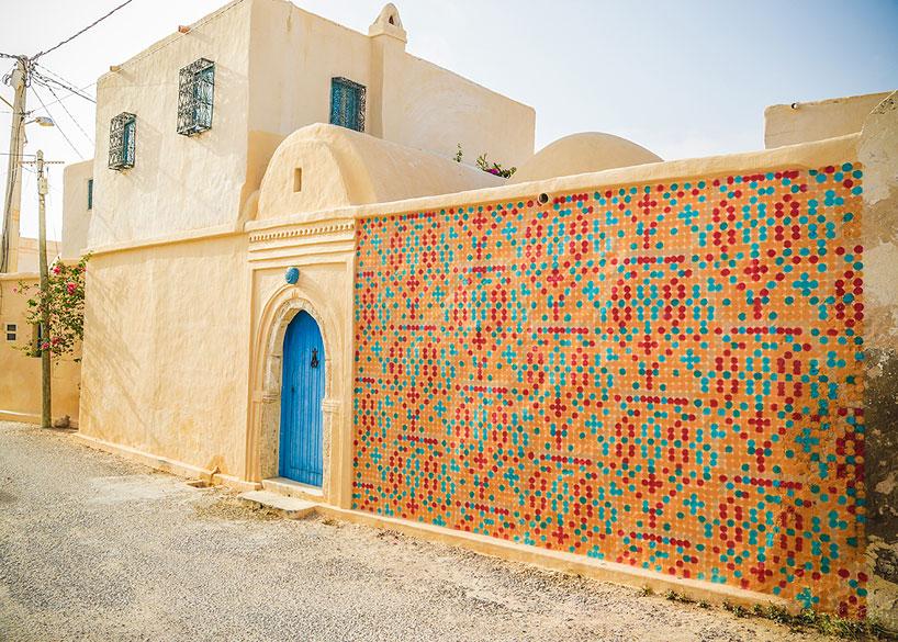 150-artists-tunisian-village-open-air-art-museum-designboom-10