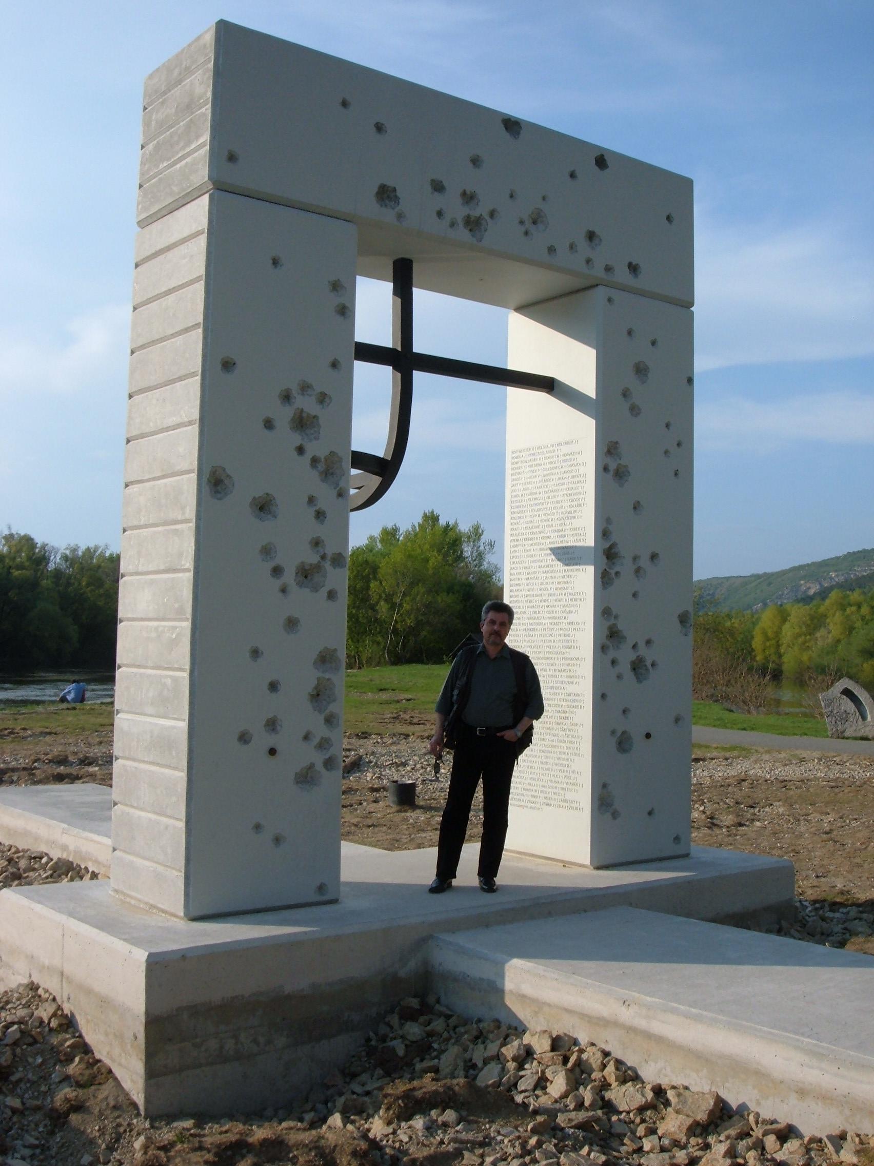 25 Monumentul celor impuscati atunci cand incercau sa treaca Dunarea in Austria