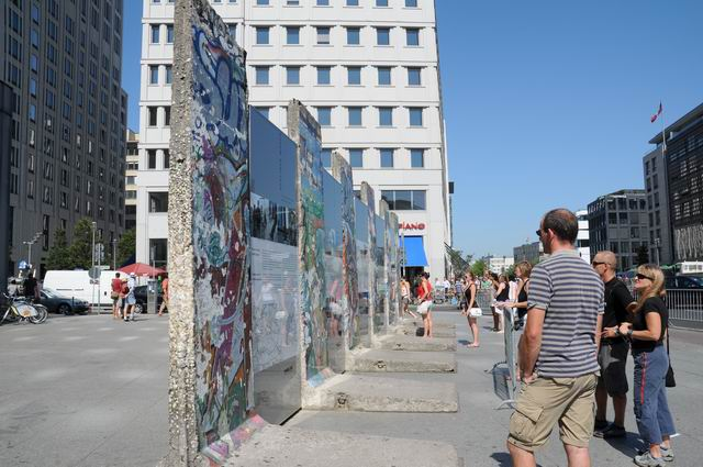 berlin wall - photo lucian muntean 13