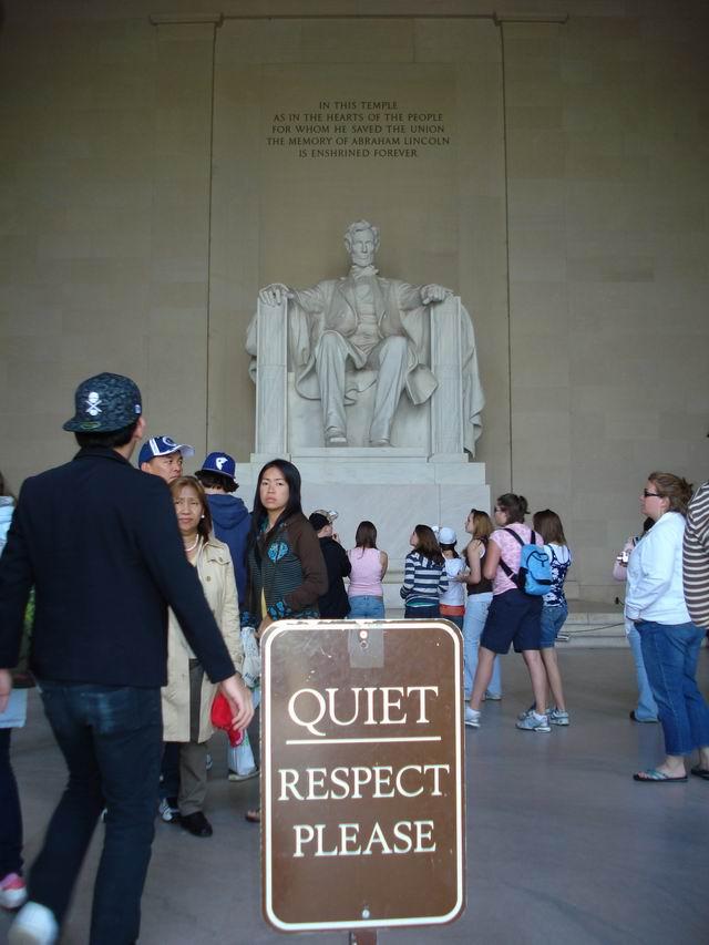 Resize of 01 Memorialul Lincoln. Liniste. Rugam respect