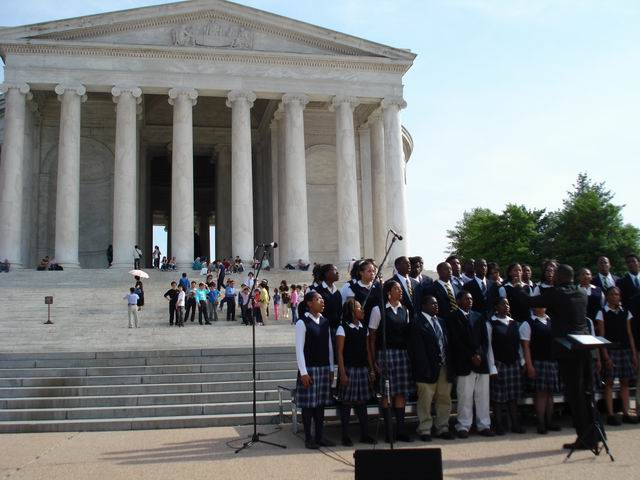 Resize of 02 Godspell in fata Memorialului Jefferson din Washington