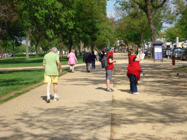 Resize of 04 Pe mall nu sunt doar muzee, ci si piste pentru pasionatii de jogging