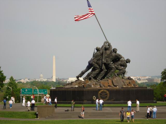 Resize of 09 Gigantic e monumentul, minusculi sunt oamenii