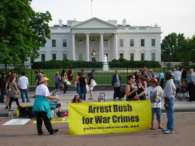Resize of 13 Un protest obisnuit in preajma Casei Albe
