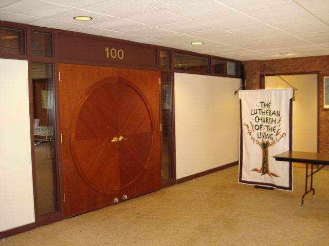 Resize of 18 Sala de rugaciuni a Bisericii Luterane a vietii este folosita si de alte confesiuni