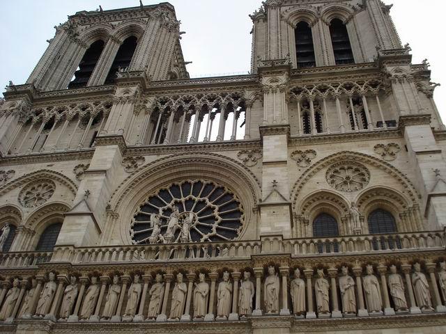 Resize of 19 Dantelaria sculpturala a Catedralei Notre Dame