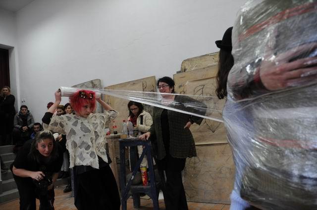 performance - facultatea sculptura foto lucian muntean 18