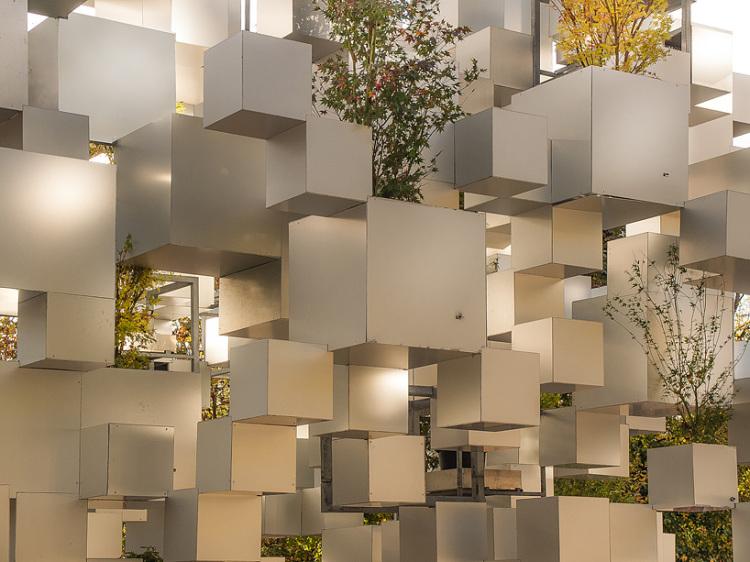sou-fujimoto-adds-greenery-to-layered-cube-installation-paris-designboom-05-750x562