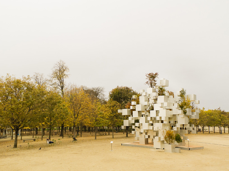 sou-fujimoto-adds-greenery-to-layered-cube-installation-paris-designboom-12-750x562