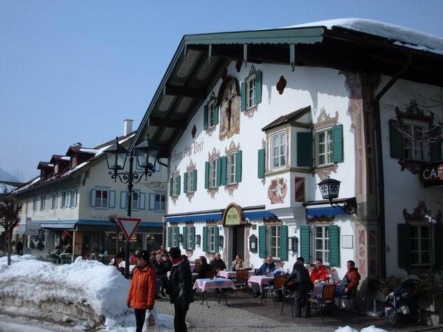 Resize of 1 Emblematicul Hotel al Postei vechi sub soare