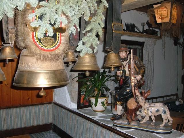 Resize of 17 Decorul unei cabane restaurant in Oberammergau